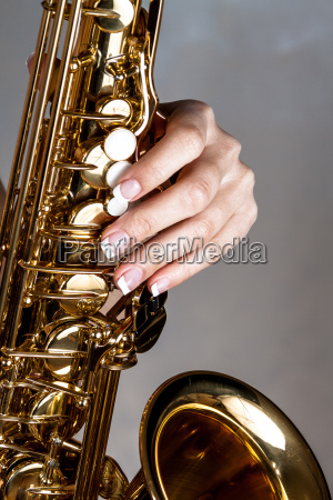 the hand on saxophone