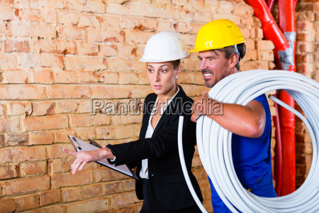 construction worker and architect on construction