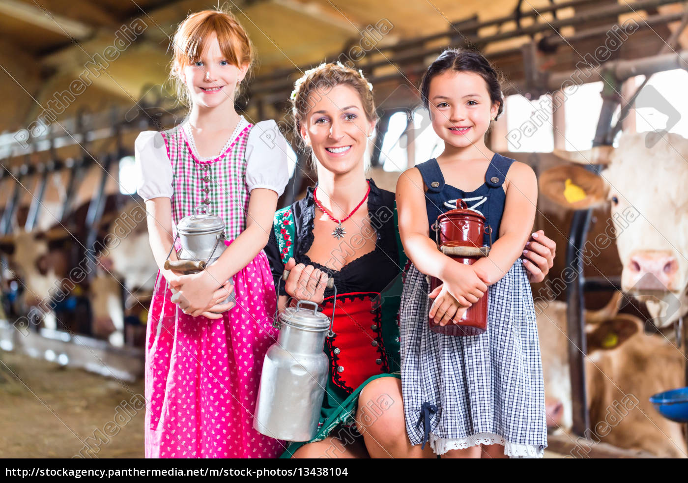 bavarian, family, with, milk, cans, in - 13438104