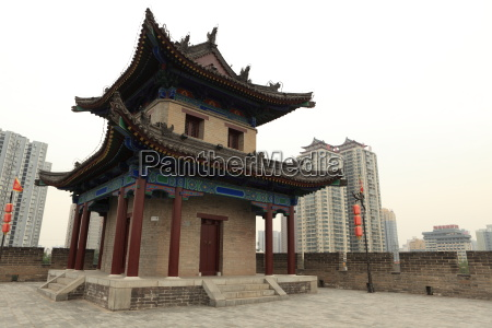 the city wall of xian in