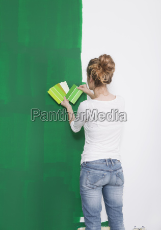 women looking green tint from