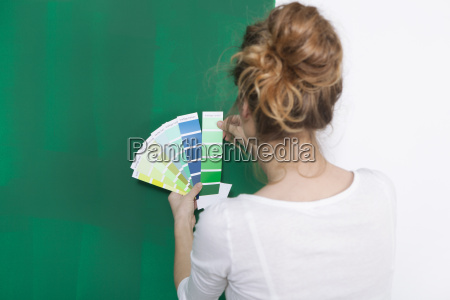 woman with color plates before greener
