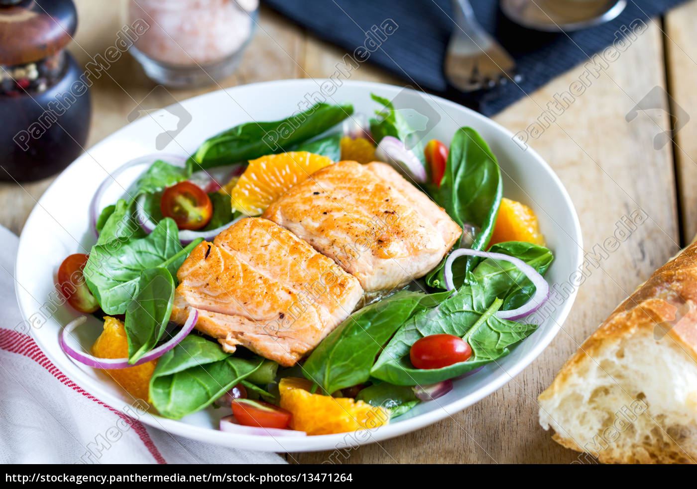 salmon, with, orange, and, spinach, salad - 13471264