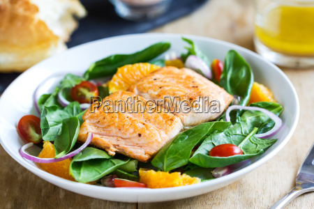 salmon, with, orange, and, spinach, salad - 13471272