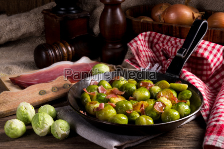 honey, caramelized, brussels, sprouts, with, ham - 13479744