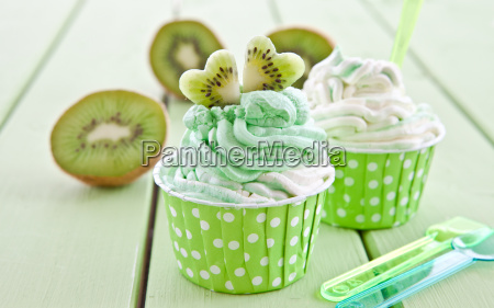 vanilla ice cream and kiwi