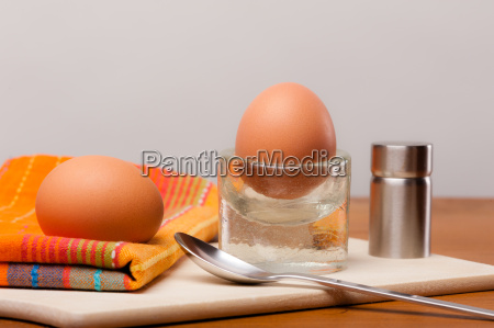 2 breakfast eggs on a wooden