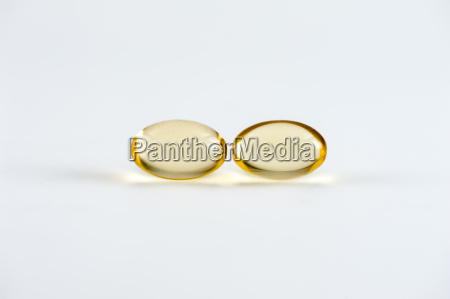 vitamines capsules and omega 3 capsules