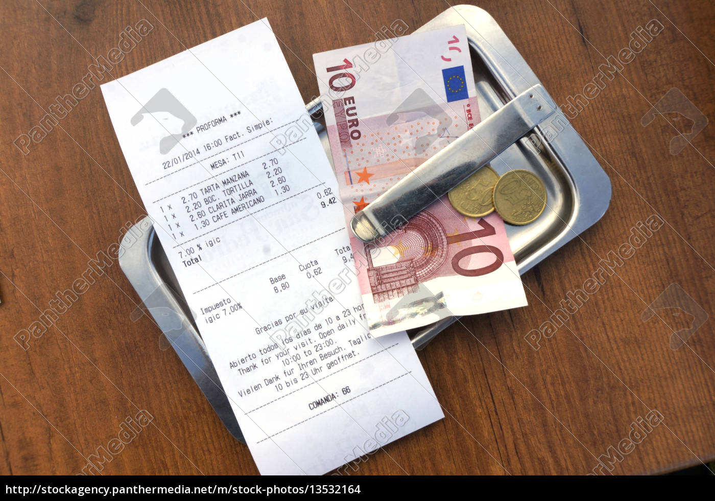 receipt, with, change, in, the, restaurant - 13532164