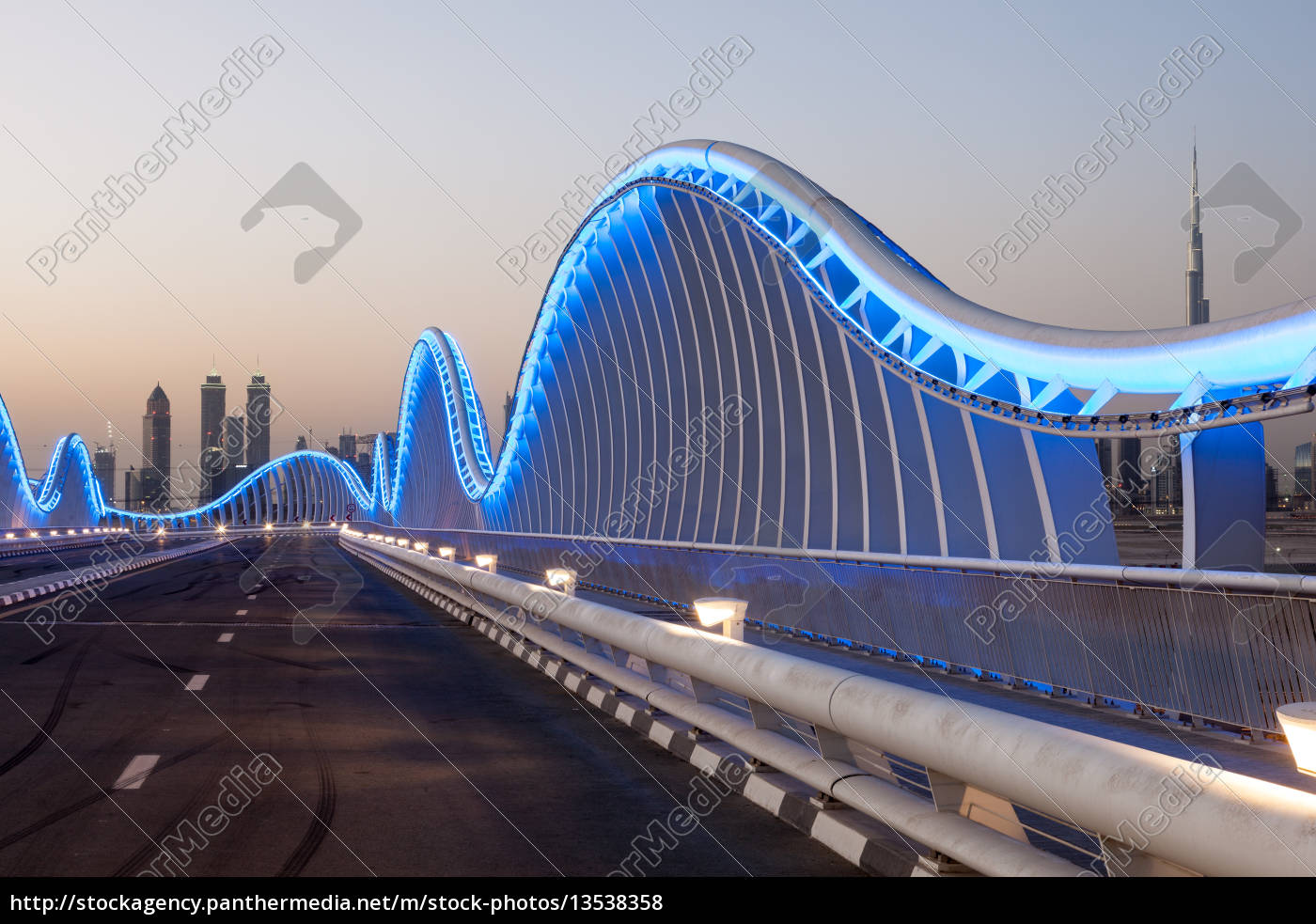 wave, shaped, meydan, bridge, in, dubai - 13538358