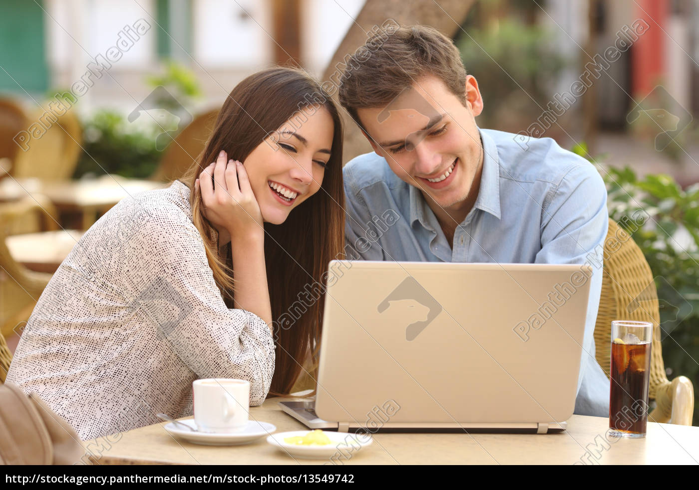 couple, watching, media, in, a, laptop - 13549742