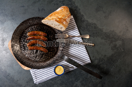 roast, sausages, with, sauerkraut, in, a - 13550002