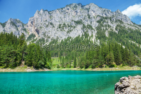 gruener see with crystal clear water