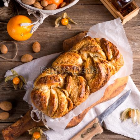 yeast dough cake with orange marmolade