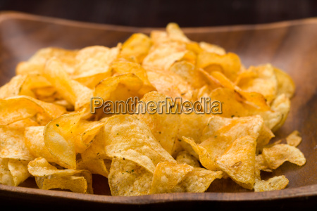 potato chips with herbs