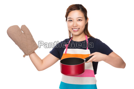 housewife hold with saucepan and oven