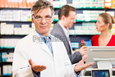pharmacist, in, his, pharmacy, with, customers - 13620016