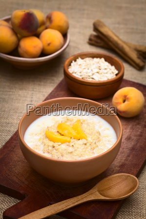 oatmeal porridge with peaches