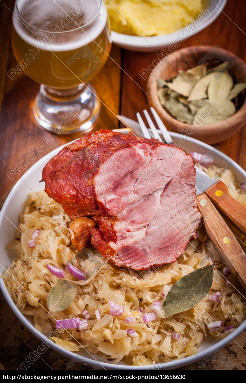 smoked, pork, with, cabbage - 13656630
