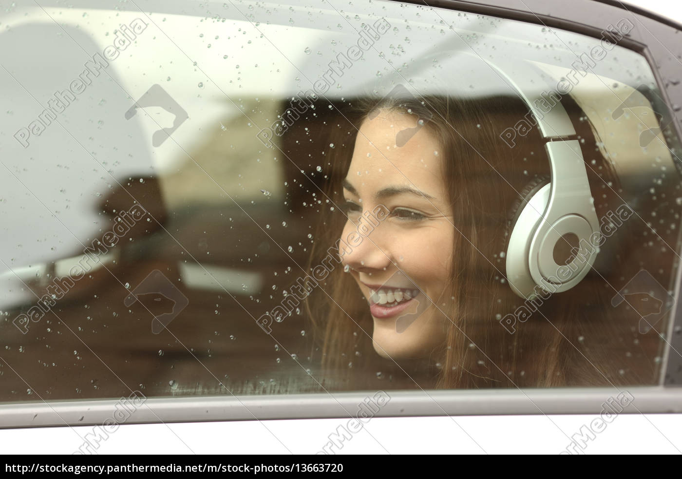 teenager, with, headphones, listening, to, the - 13663720
