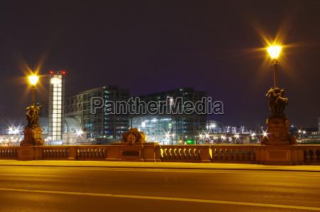berliner hauptbahnhof at night