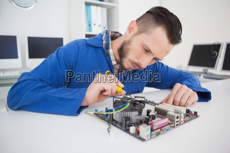 computer, engineer, working, on, cpu, with - 13733747