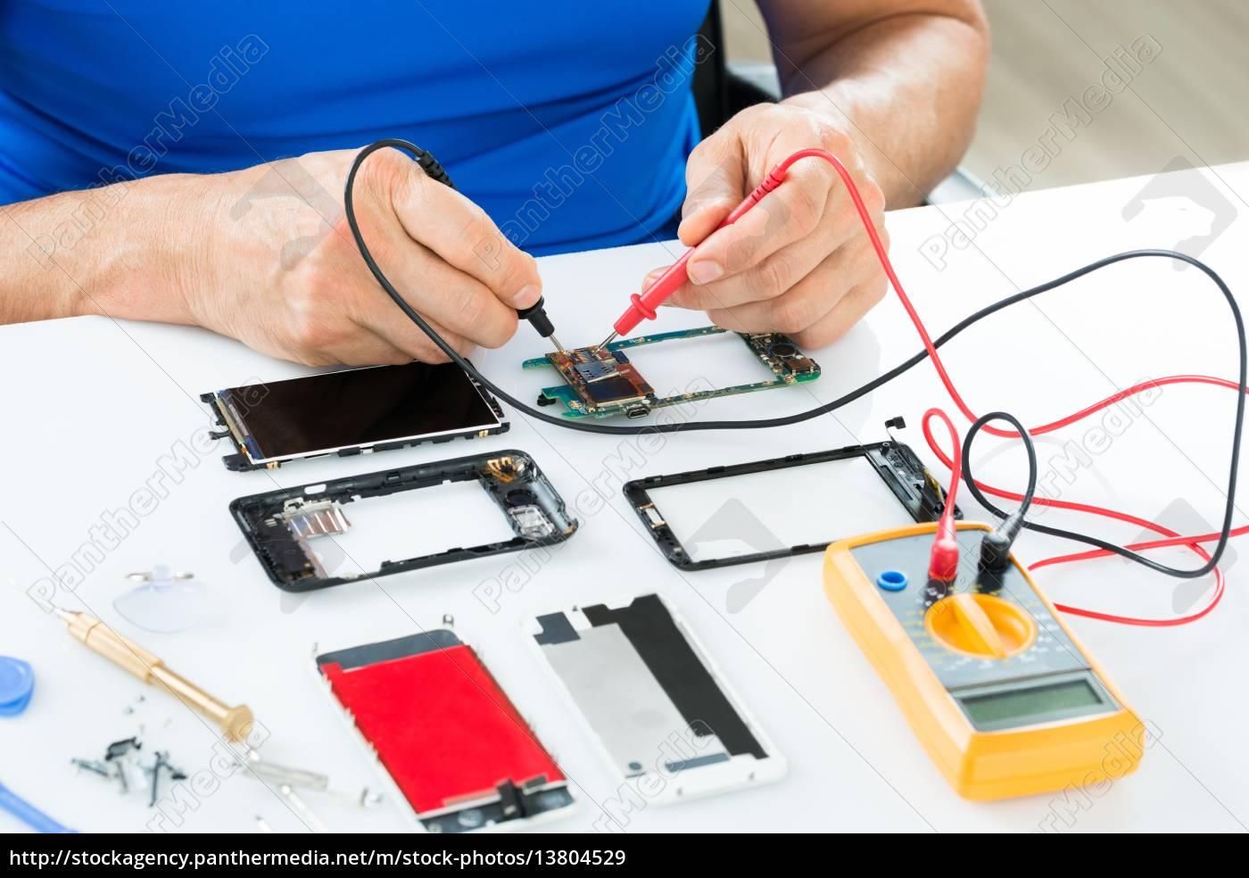 man, repairing, cellphone - 13804529