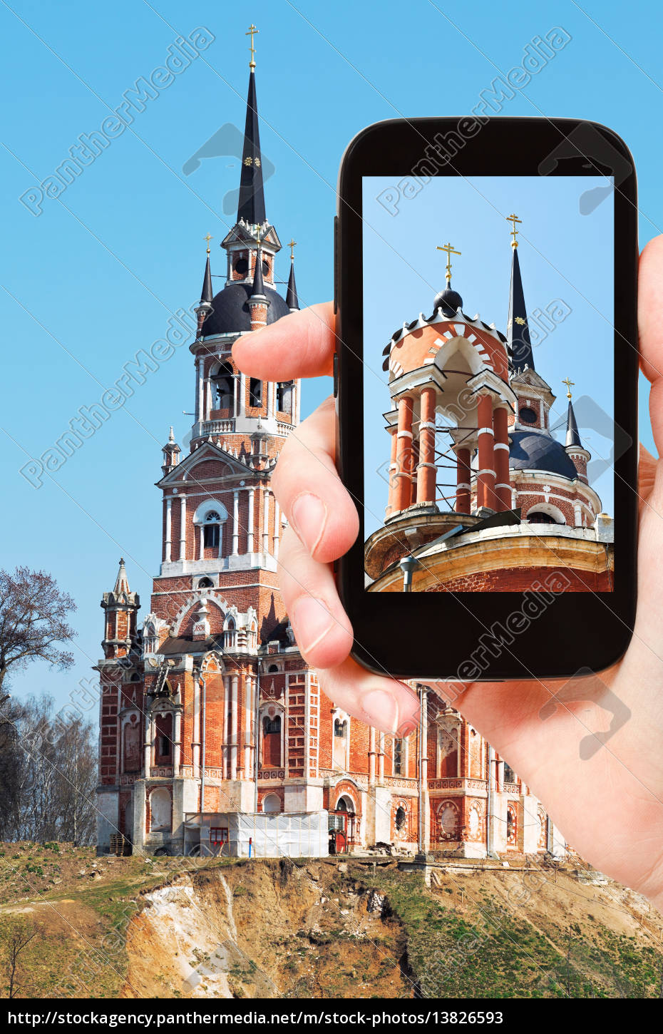 tourist, photographs, of, cathedral, in, mozhaysk - 13826593