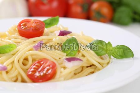 spaghetti nudeln pasta mit tomaten und