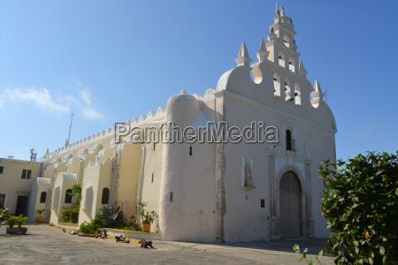 colonial white washed church merida yucatan