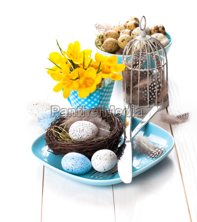 table decoration with easter motive on