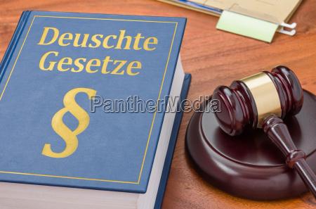 code with judges hammer german