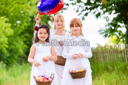 wedding flower children with petals basket