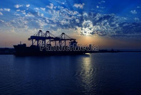 abu dhabi harbor mood
