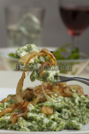 bavarian spinach dumplings with onions