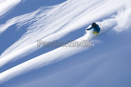 el hombre grande de esqui de