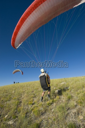 a paraglider finds the wind for