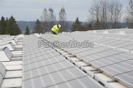 zielona technik energii reguluje paneli fotowoltaicznych