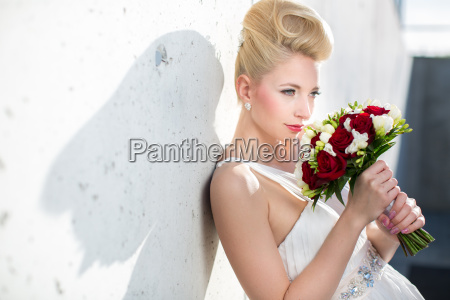 gorgeous bride on her wedding day