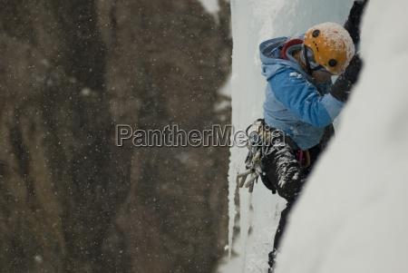 a escalada climber femea gelo profissional
