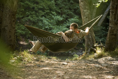 pareja de relax en una hamaca
