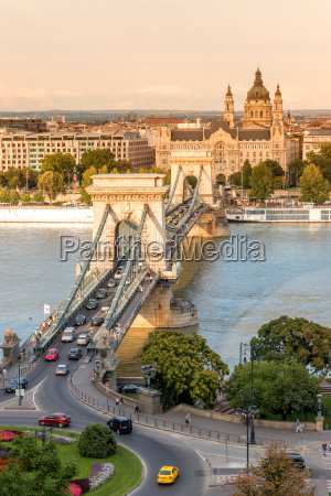 chain bridge in budapest hungary