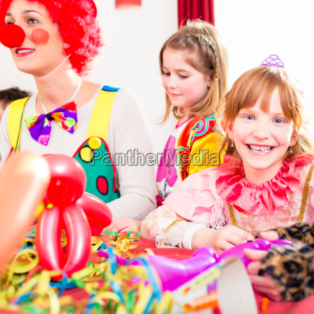 childrens birthday with clown and noise