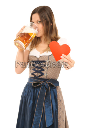 frau im dirndl loves bavarian beer