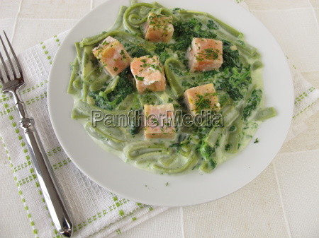 pasta, with, spinach, and, salmon - 14040643