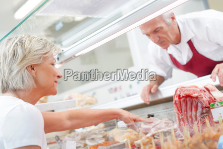 butcher, serving, a, customer - 14041529