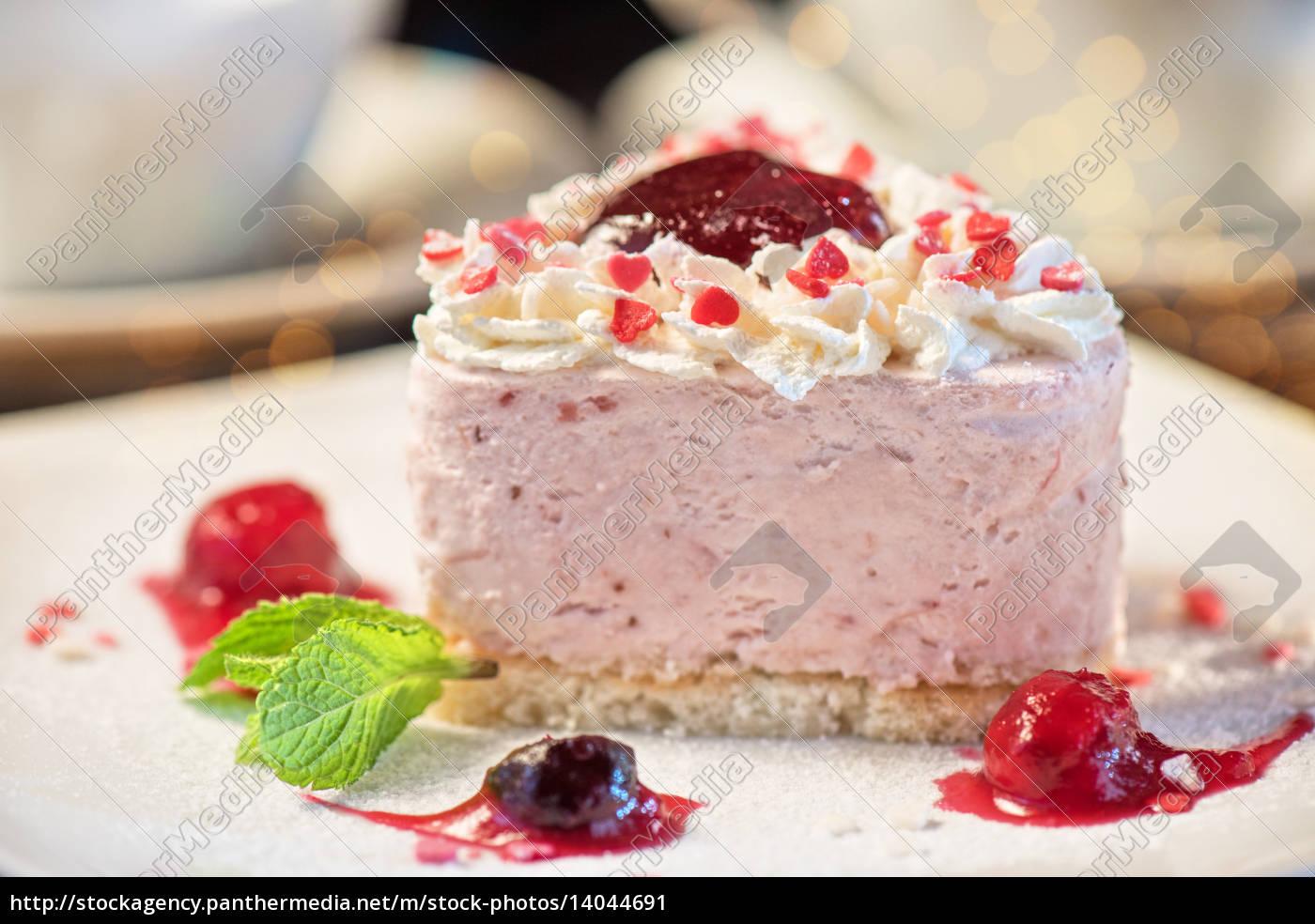 heart-shaped, valentine, cake - 14044691