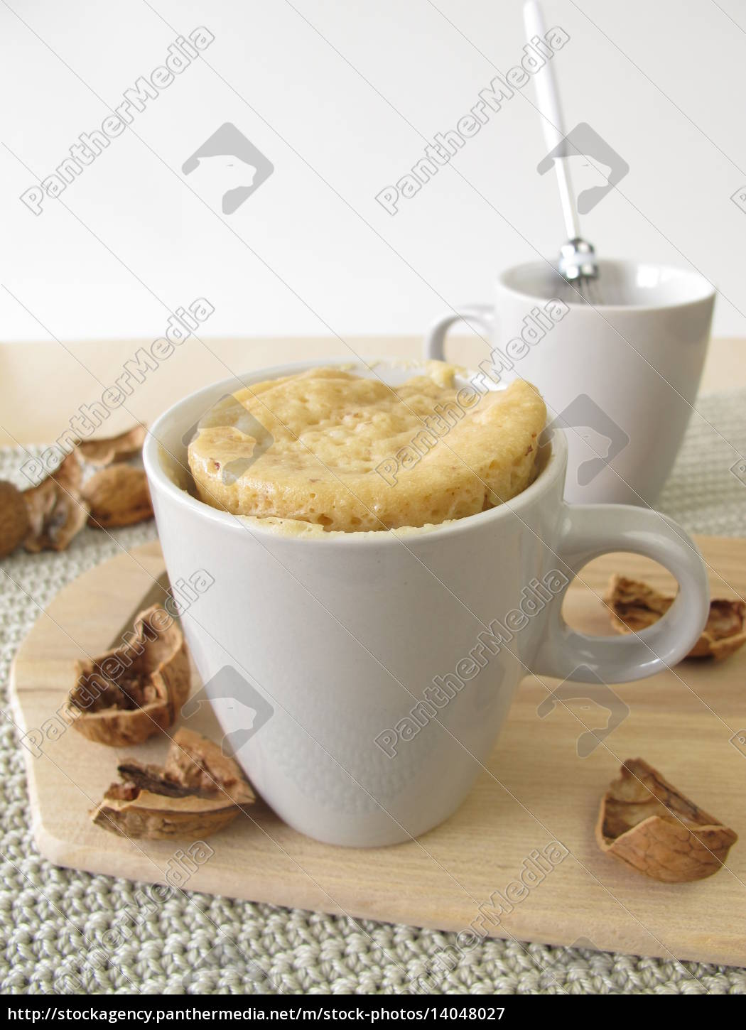 mug, cake, with, walnuts, from, the - 14048027