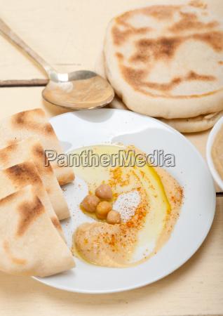 hummus, with, pita, bread - 14049209