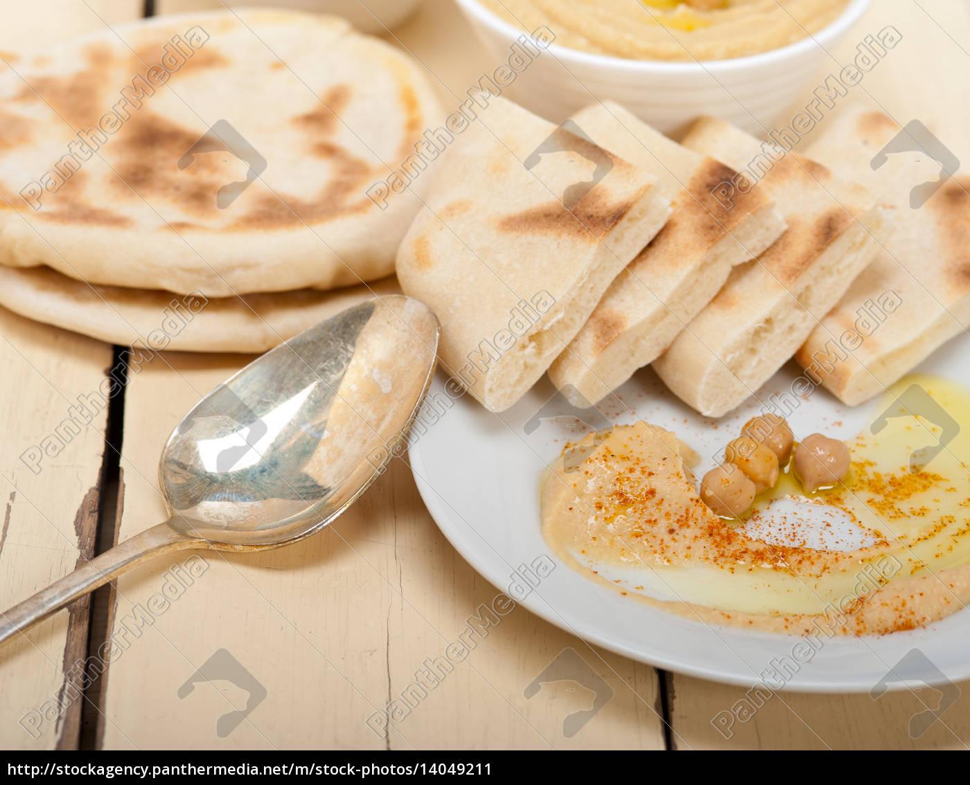 hummus, with, pita, bread - 14049211